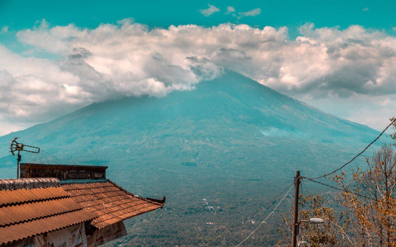 vulkan-mit-wolken
